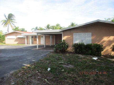 Photo of 6900 W Lake Dr, Lake Clarke Shores, FL 33406