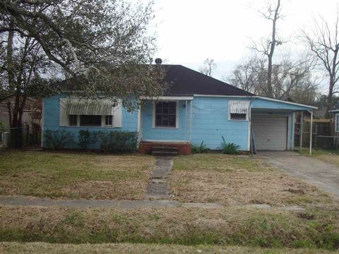 2125 Ives St, Beaumont, TX 77703