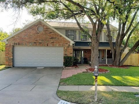 Photo of 603 Mission Hills Dr, Arlington, TX 76018