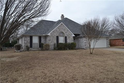 305 Hackberry Ln, Tom Bean, TX 75489