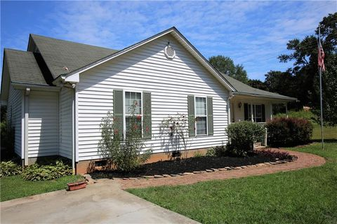 Photo of 1517 Old Central Rd, Central, SC 29630
