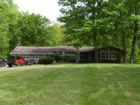 19523 E Lake Site Dr, Hope, IN 47246