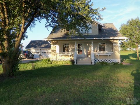 1020 74th Street Dr, Belle Plaine, IA 52208