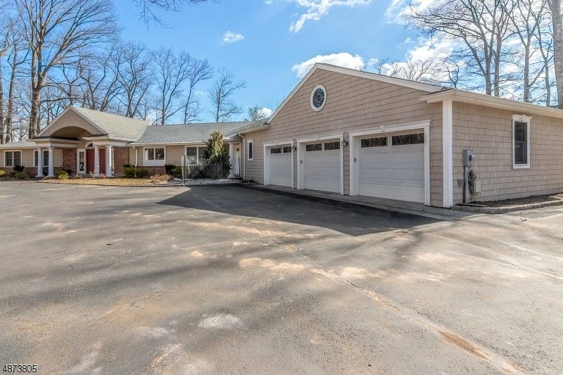 129 Stanie Brae Dr, Watchung, NJ 07069