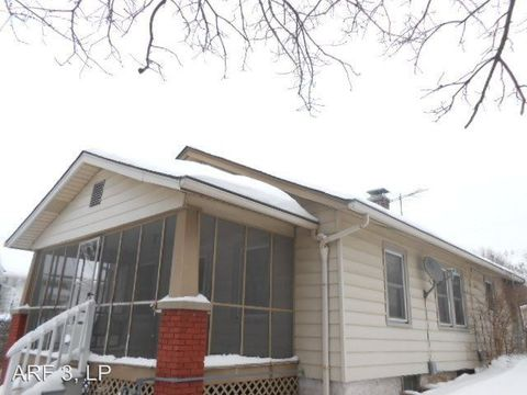Photo of 525 S Cedar Ave, Independence, MO 64053