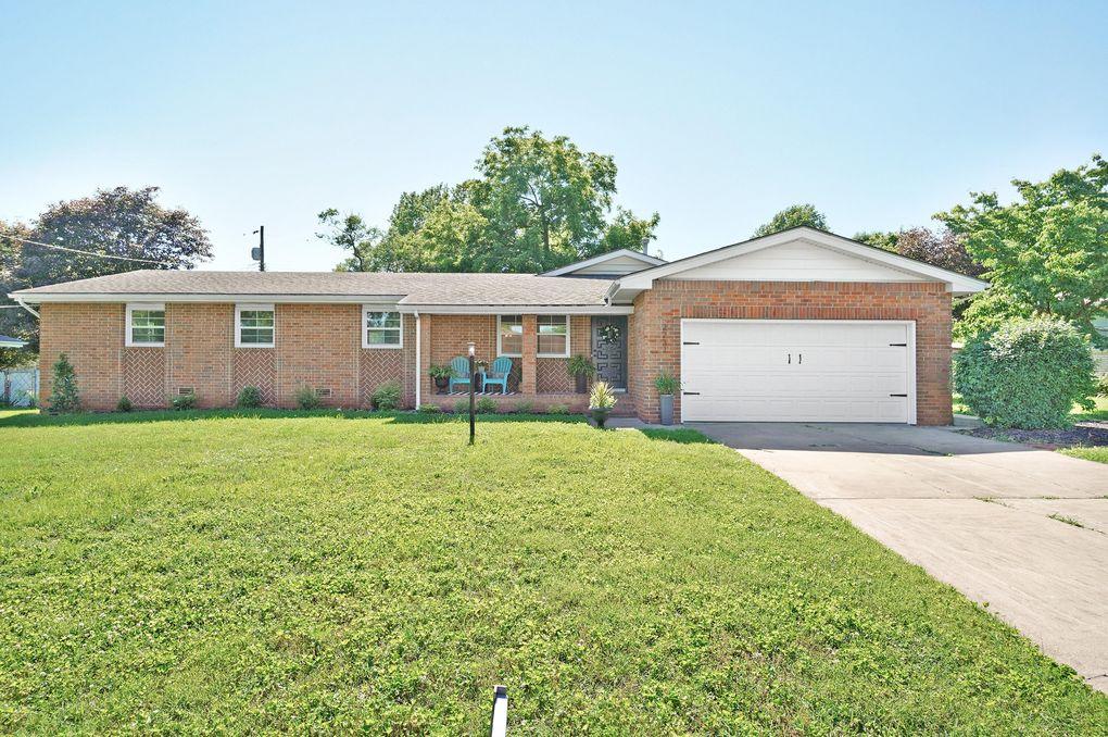 2231 S Oak Grove Ave Springfield Mo 65804 Realtor Com