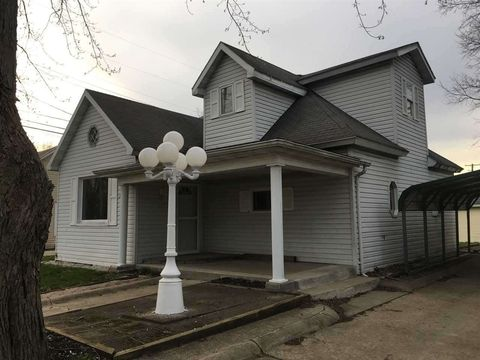 227 North St, Clinton, IN 47842