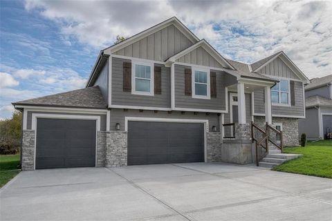 1806 Verbena Ave, Greenwood, MO 64034