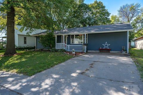 807 Buchanan Ave, Wapello, IA 52653