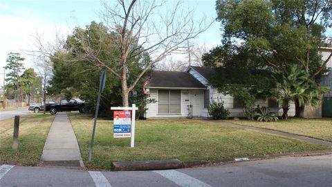 1858 Libbey Dr, Houston, TX 77018