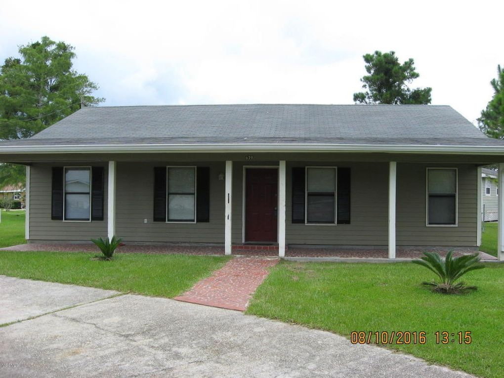 629 Green Meadow Rd, Bay Saint Louis, MS 39520