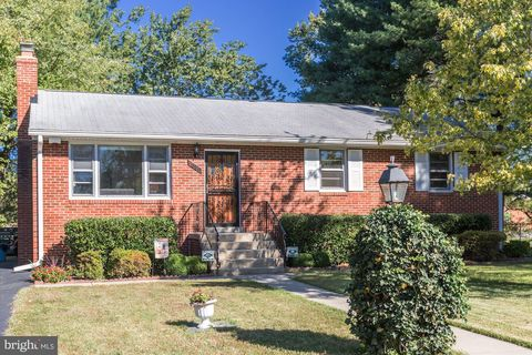 Photo of 7800 Putnam Ln, District Heights, MD 20747
