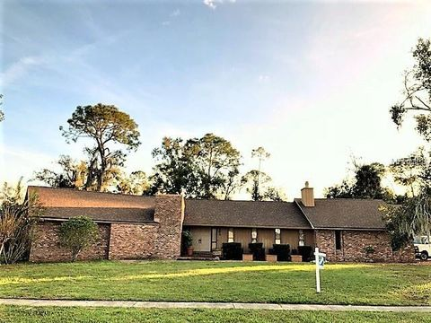 Photo of 305 Dogwood Dr, Sanford, FL 32771