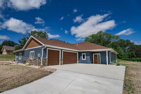 Photo of 303 Pine St Nw, New London, MN 56273