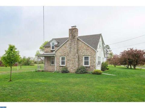 1375 Zipp Rd, Pennsburg, PA 18073