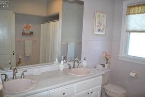 1316 Columbus Ave, Sandusky, OH 44870 - Bathroom