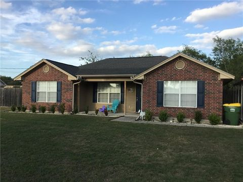 205 Majestic Prince St, Groesbeck, TX 76642