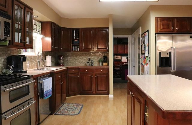 7100 Inverness Ct, West Chester, OH 45069 - Kitchen