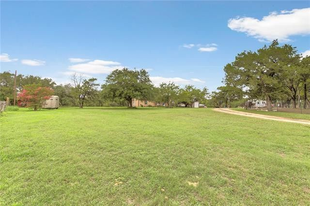 8421 Lakeview Dr, Cleburne, TX 76033
