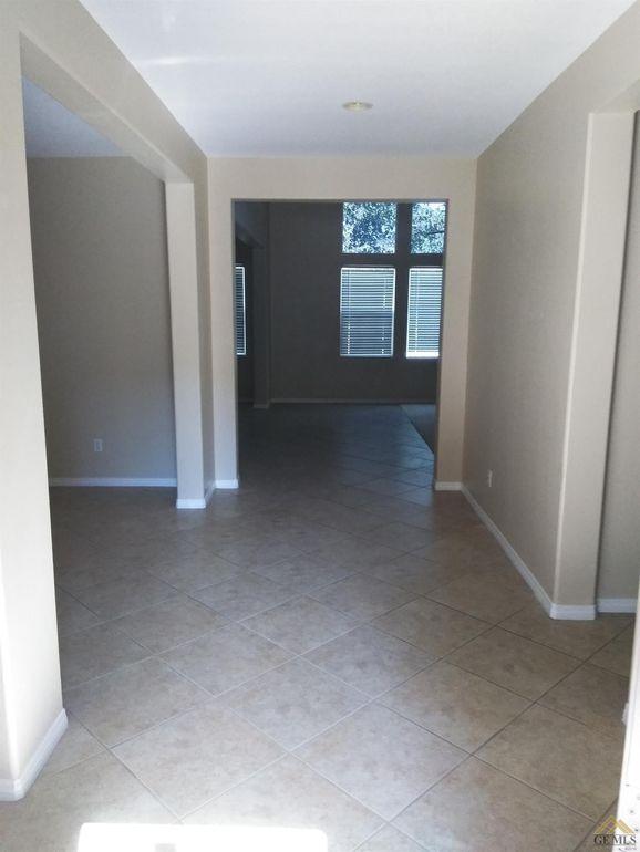 5511 Segovia Way, Bakersfield, CA 93306