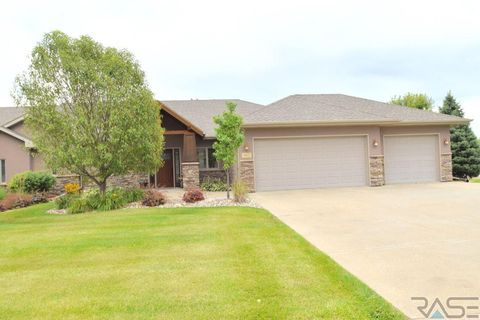 Photo of 5602 S Jaren Lee Pl, Sioux Falls, SD 57108