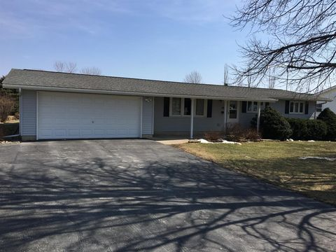 108 N Washington St, Wellsburg, IA 50680