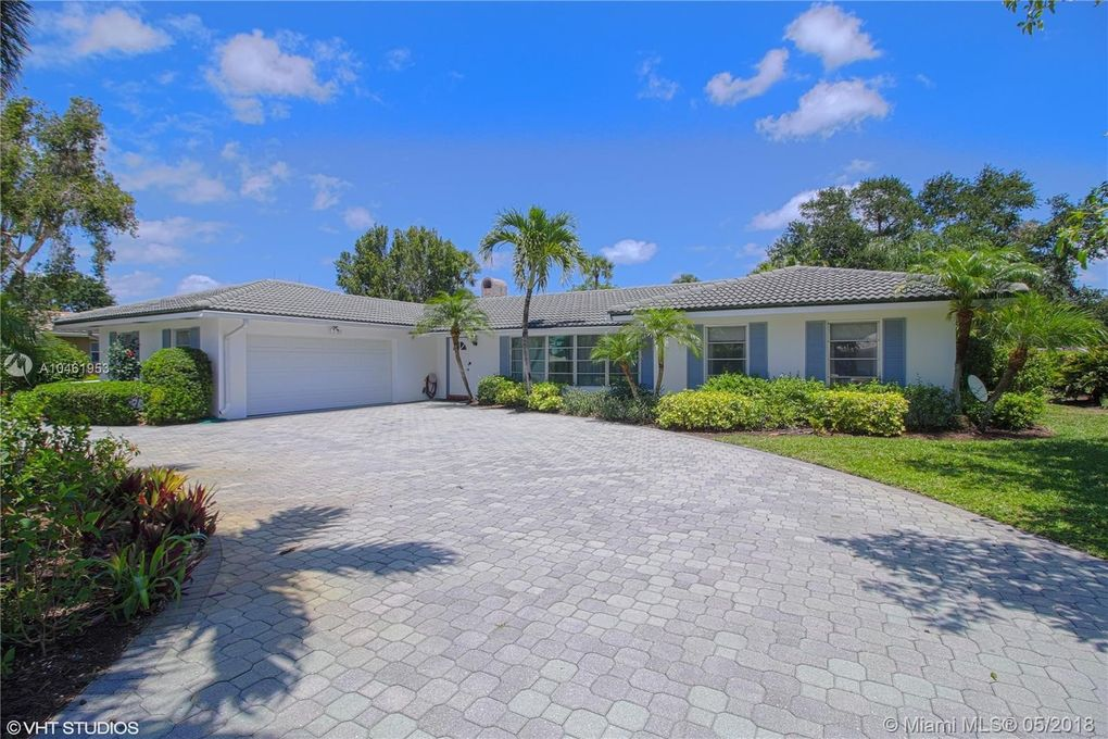 144 Country Club Dr, Tequesta, FL 33469