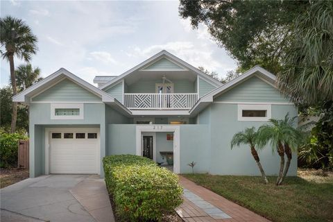 Photo of 217 S Shore Crest Dr, Tampa, FL 33609