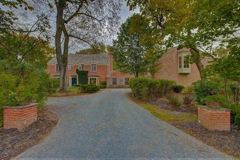 435 King Muir Rd, Lake Forest, IL 60045