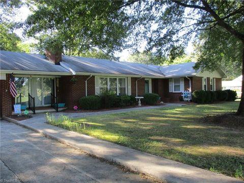 318 Stone Mountain Rd, Stoneville, NC 27048
