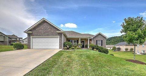 Photo of 2035 Falling Leaf Dr, Kingsport, TN 37664