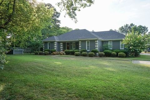8305 Knoxville Rd, Lizella, GA 31052