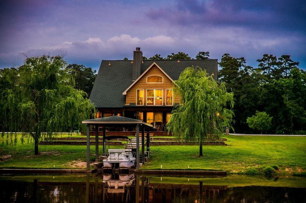 34 Wildwood Lake Dr Huntsville, TX 77340