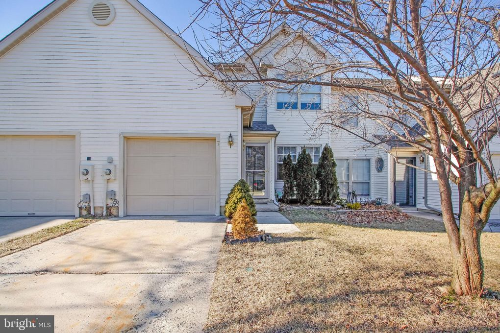 7 Woodrush Ct Delran, NJ 08075