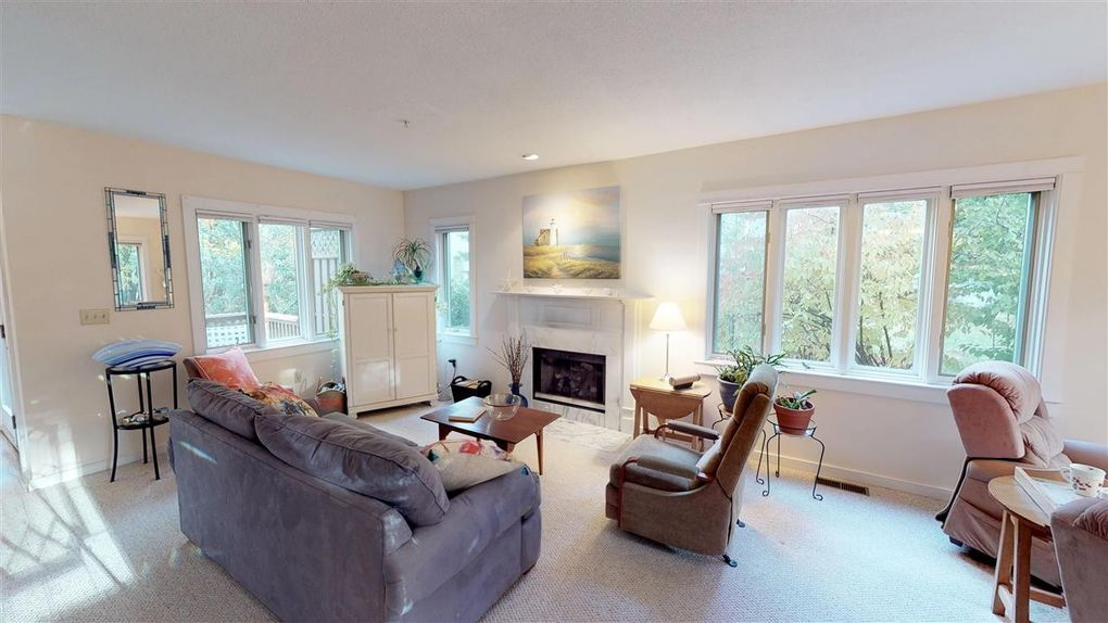25 Clearwater Dr, Dover, NH 03820