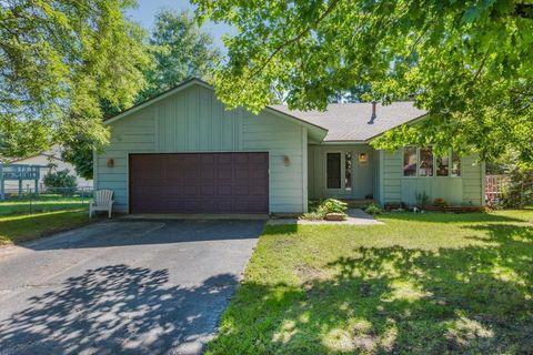 4650 Mackubin St, Shoreview, MN 55126