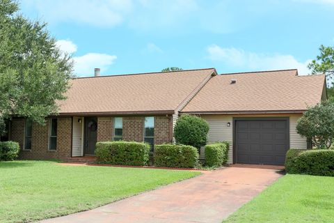 Photo of 1204 Bayview Ln, Gulf Breeze, FL 32563