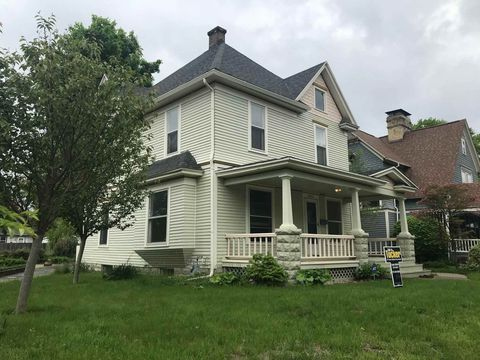Photo of 1003 Riverside Dr, South Bend, IN 46616