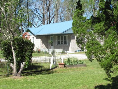 146 Riggs Rd, Grantsboro, NC 28529