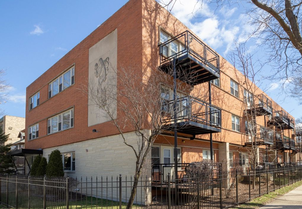 240 S Oak Park Ave Apt 203 Oak Park, IL 60302