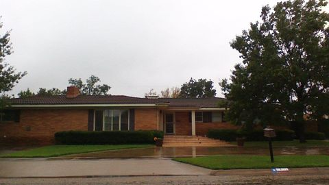 Photo of 2700 35th St, Snyder, TX 79549