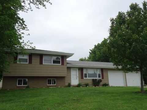 877 N 950 East Rd, Tower Hill, IL 62571