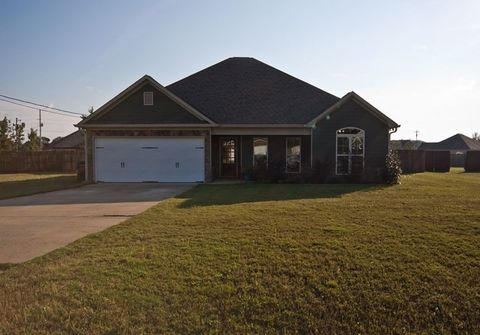 11 Sorghum Ct, Fort Mitchell, AL 36856