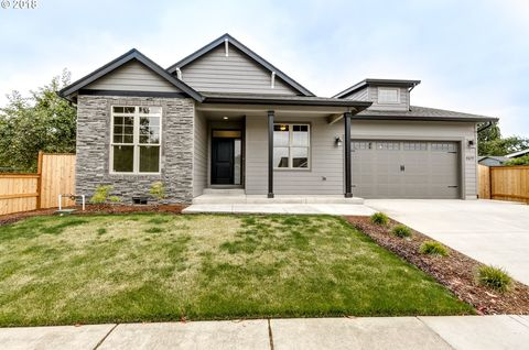 4075 S Redwood Dr, Springfield, OR 97478