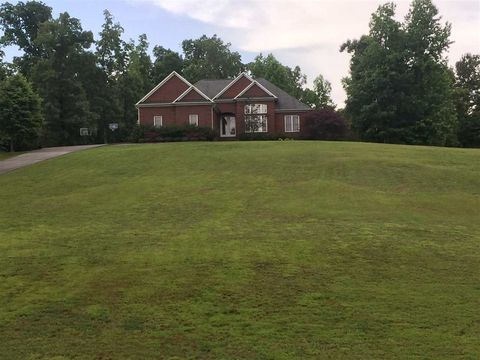 314 Oak Point Dr, Lexington, TN 38351