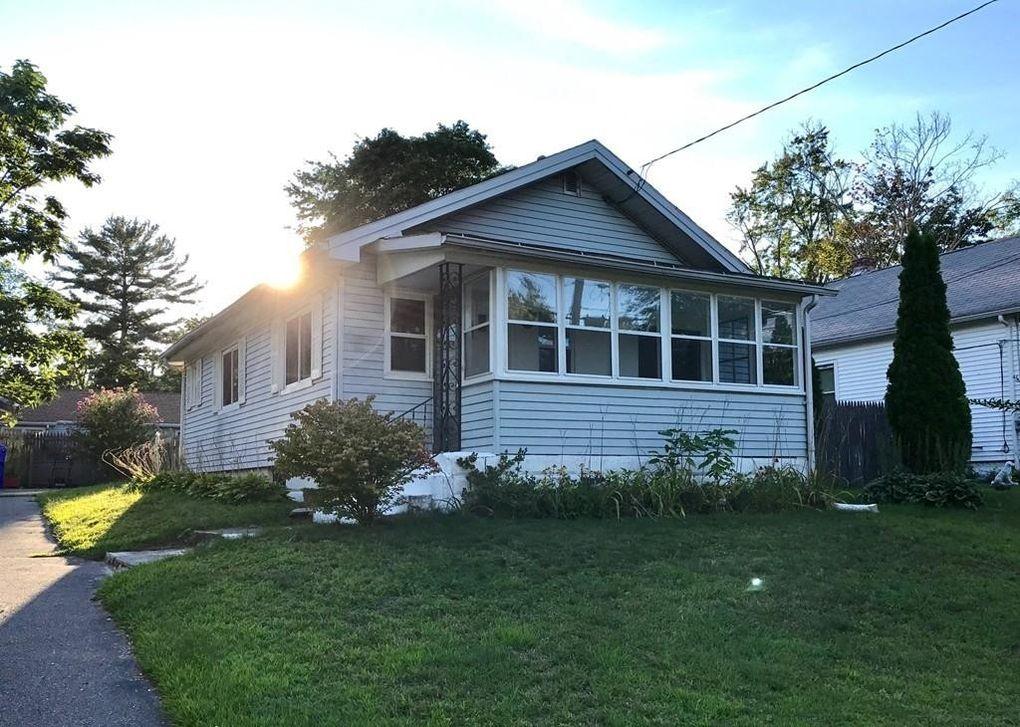 92 Larchmont St Springfield, MA 01109