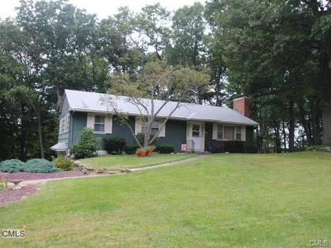 66 Woodhaven Dr, Trumbull, CT 06611
