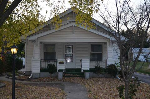 915 N 12th St, Beatrice, NE 68310