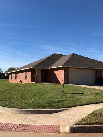 Photo of 2728 Valley View Dr, Chickasha, OK 73018