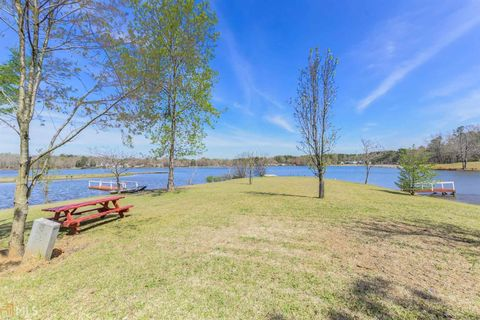 Photo of 236 Lakeview Dr, Locust Grove, GA 30248
